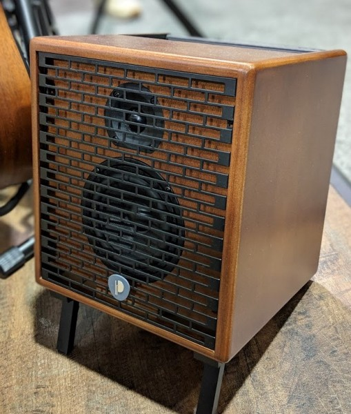 Natural 6 Wood Acoustic Amp